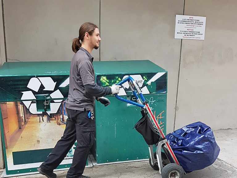 Service de collecte des matières recyclables au métro de Montréal